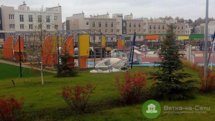 В Кирове в новых детсадах обустраивают игровые площадки