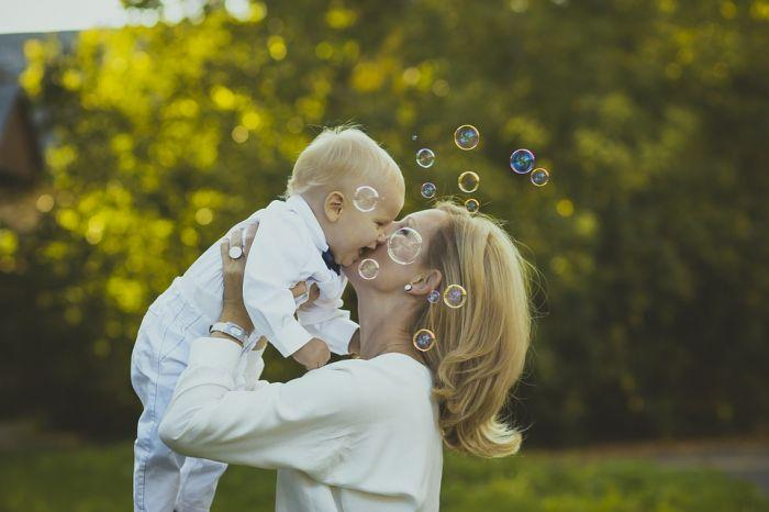 День матери: история, традиции, идеи подарков