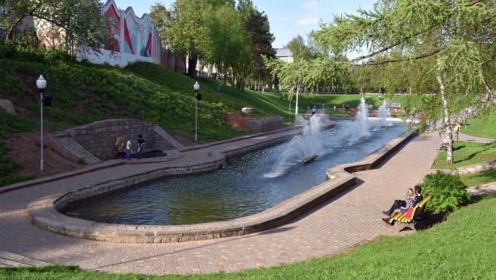 В сквере 60-летия СССР запустили фонтан