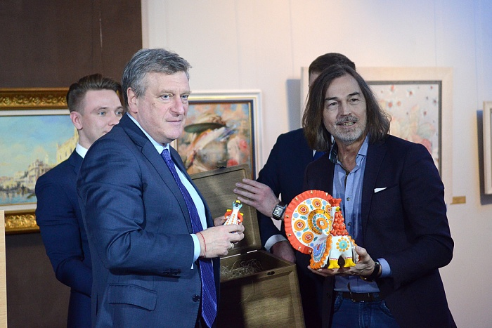 В Кирове открылась выставка Никаса Сафронова