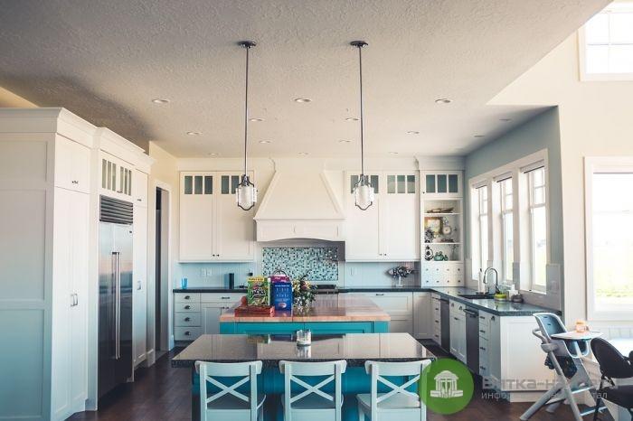 Тонкости выбора столешницы для кухни: обзор материалов и их особенностей
