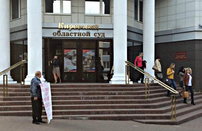 Дело ветерана Кушова: суд приостановил производство