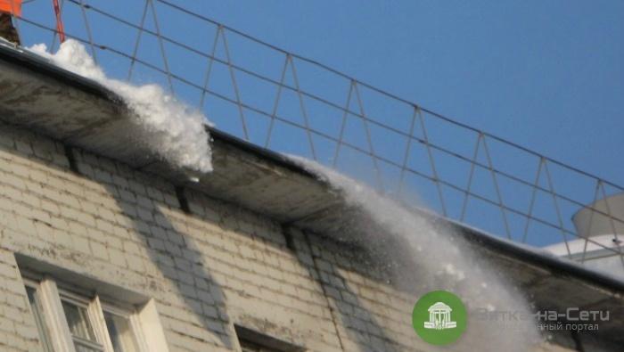 За падение снега с крыши на ученика школа заплатит 200 тысяч рублей