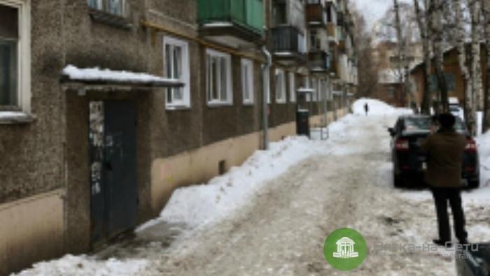 Мастера УК, допустившую падение глыбы снега на мальчика, наказали штрафом