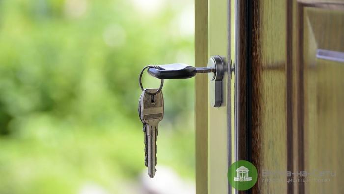В Кирово-Чепецке цыганка украла 30 тысяч рублей из квартиры, пока хозяин жилья спал