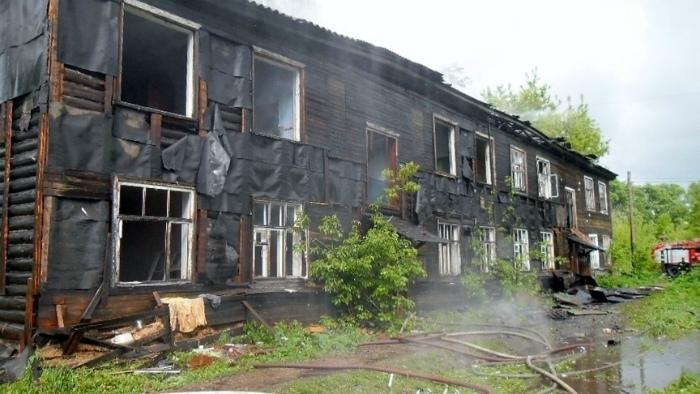 В Кирове неизвестные подожгли деревянный дом