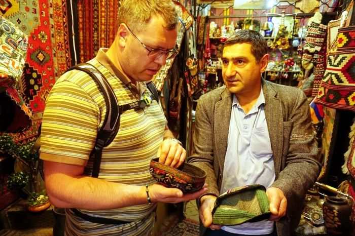 Безумные шляпники: головной убор от Рамзана Кадырова мог бы стать ценным экспонатом музея