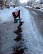 В Кирове начали применять новую посыпку против гололёда