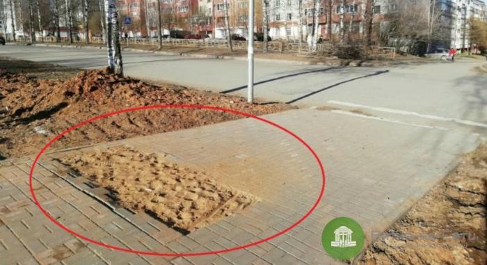 В Кирове неизвестные украли брусчатку прямо из середины тротуара