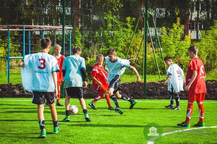 В Кирове для воспитанников школы-интерната построили поле для мини-футбола