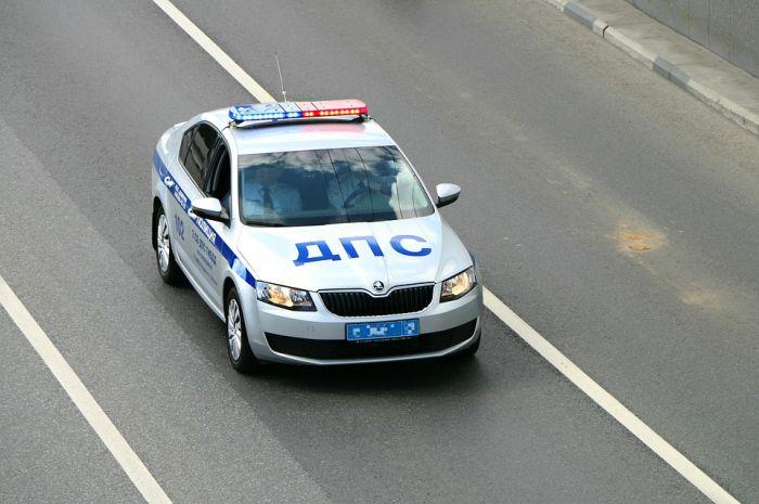 В результате столкновения микроавтобуса и УАЗа один человек погиб и пятеро пострадали