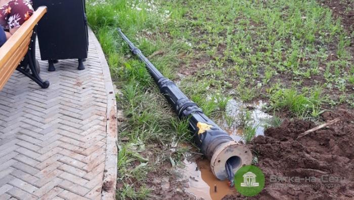 В Кочуровском парке упал новый фонарь