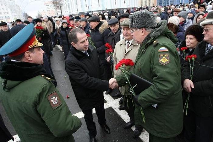 Михаил Бабич встретился с родственниками кировских Героев Отечества