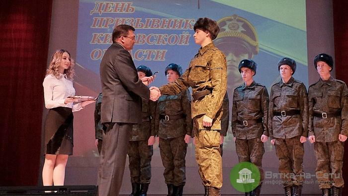 В Президентский полк отобрали 10 кировских новобранцев