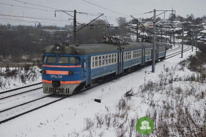 Пассажиры кировских электричек смогут оплатить проезд банковскими картами