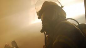 Пожарные вытащили нетрезвого хозяина из горящего дома