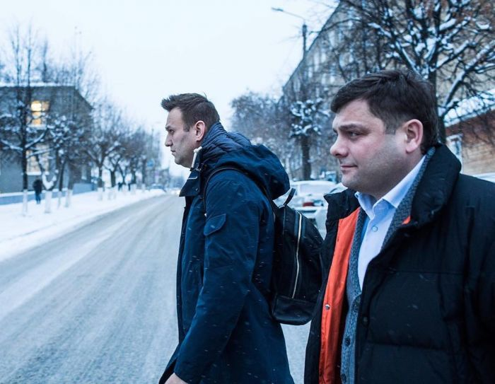 Гособвинение просит для Навального и Офицерова условные сроки