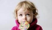 Никита Белых совместно с добровольцами раздаст конфеты детям