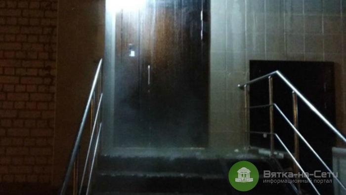 Подъезд жилого дома на Филейке затопило горячей водой (видео)
