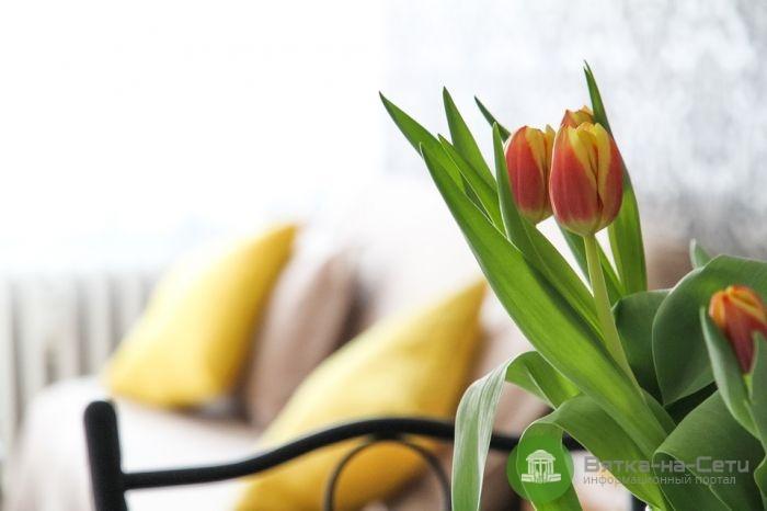 Подставка под цветы – оригинальное решение для подарка на 8 Марта