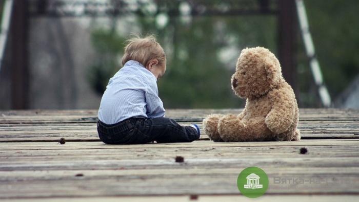 В Кирове у детского сада эксгибиционист приставал к детям
