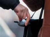 Мобильные в центре внимания преступников
