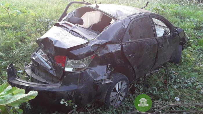 В Арбаже пьяный водитель опрокинулся в кювет, 6 человек пострадали