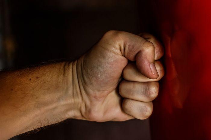 Житель Яранского района заплатит за избиение мужчины 15 тысяч рублей