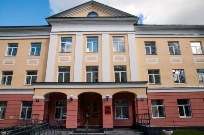 В библиотеке Герцена гардеробщица пнула 12-летнюю девочку