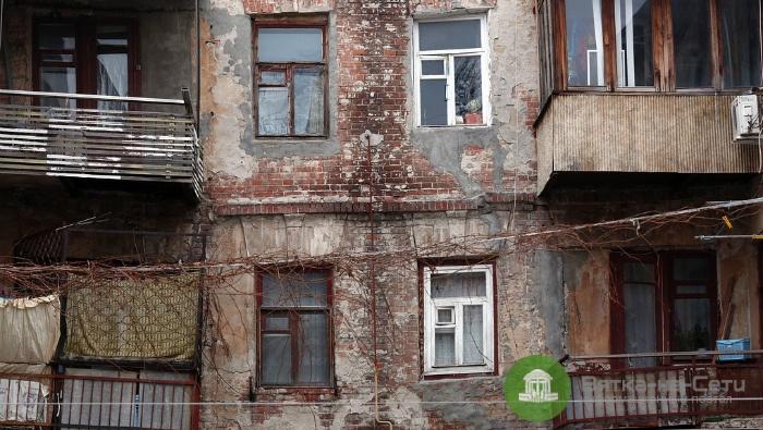В Кировской области планируют расселить 360 аварийных домов