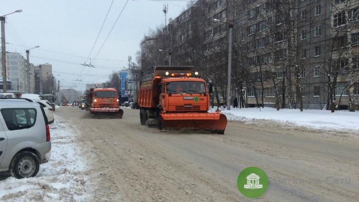 Мэрия: Спецтехника на дорогах Кирова работает круглосуточно