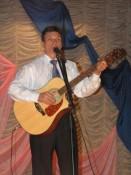 Александр Уланов дает праздничный концерт