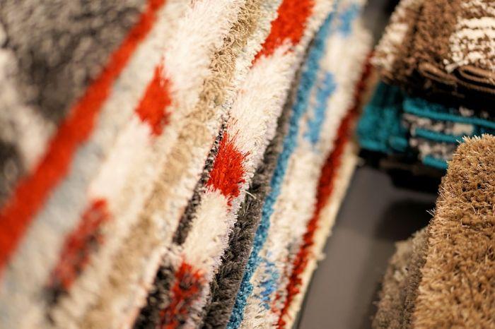 По каким характеристикам подбирать покрывало в итернет-магазине текстиля?