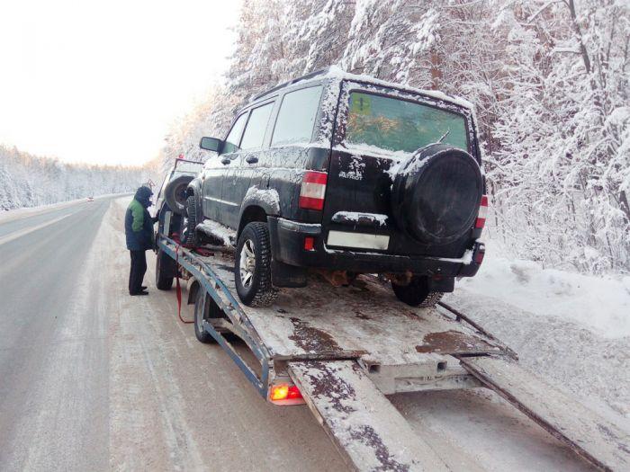 В 35-градусный мороз у многодетной семьи на трассе сломался автомобиль