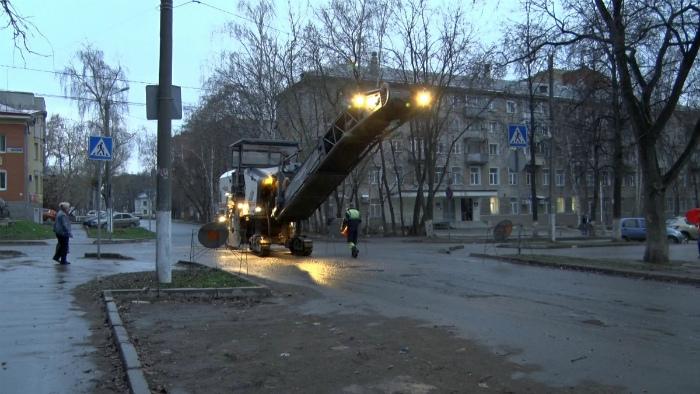 Дорожники объяснили «вырезанный» сразу после ремонта асфальт на улице Дерендяева