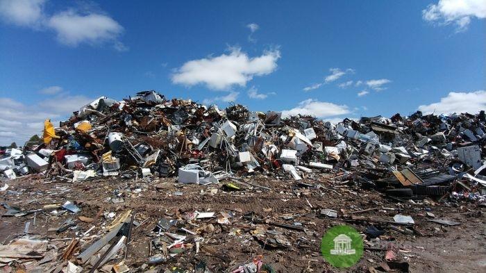 Вывоз мусора и утилизация старых чугунных ванн перед ремонтом
