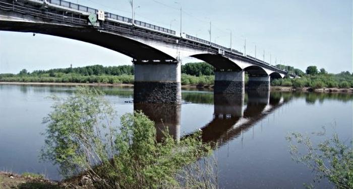 ВКирове предлагают раскрасить «под Дымку» мост через Вятку