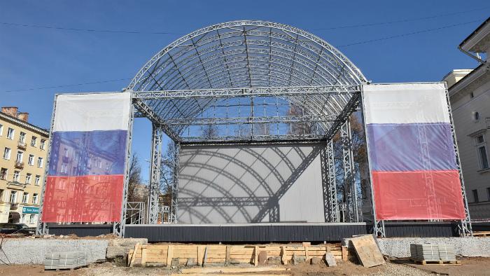 Сцена на Театральной площади еще не готова к проведению мероприятий