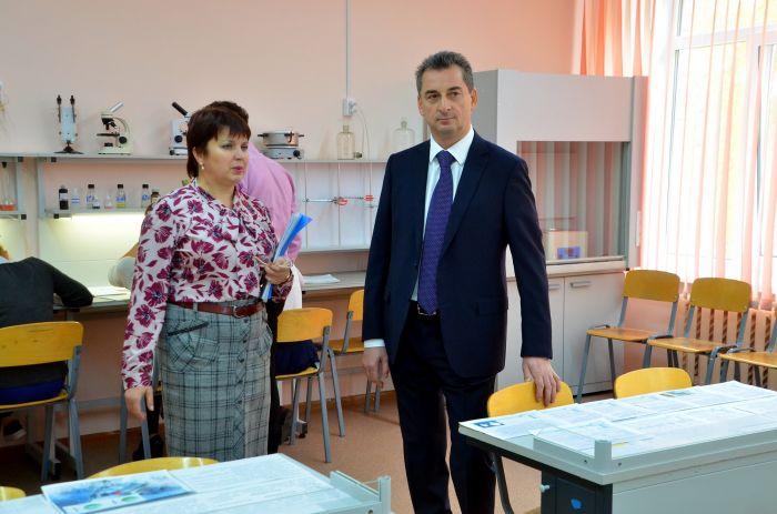 «УРАЛХИМ» продолжает поддержку школ региона