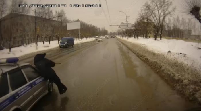 В Кирове полицейский сбил пенсионера (видео)