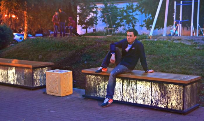 На набережной Грина светятся скамейки