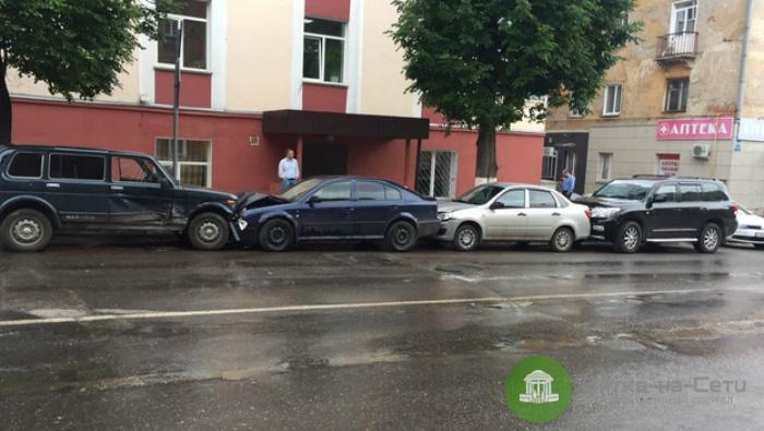 В ДТП в Кирове пострадали 5 машин