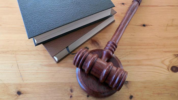 В Кирове суд вынес приговор учителю, соблазнившему школьницу
