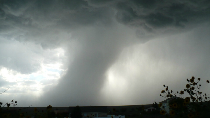 Кировчан предупреждают о возможном торнадо