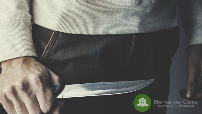 В Куменах мужчина напал с ножом на продавца