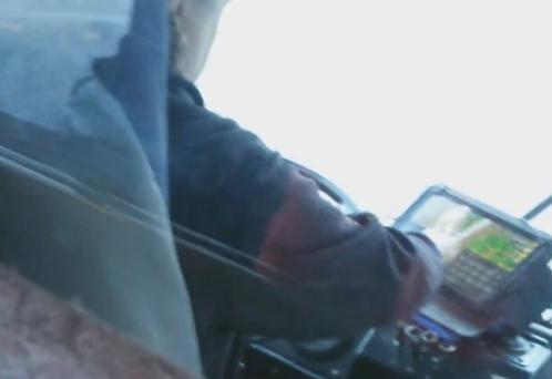 ВКирове лишат премии водителя троллейбуса, которая играла напланшете