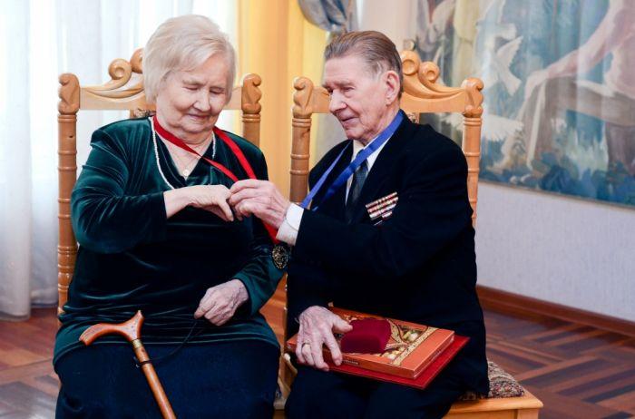 Во Дворце бракосочетания отметили редкий свадебный юбилей