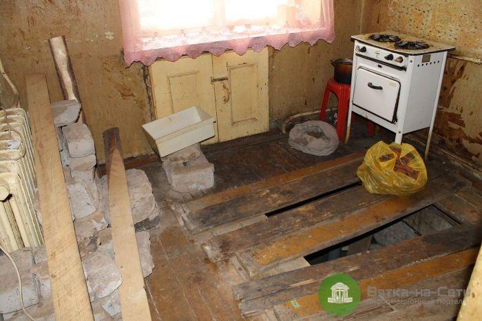 После ремонта УК кировчанка провалилась из своей квартиры в подвал