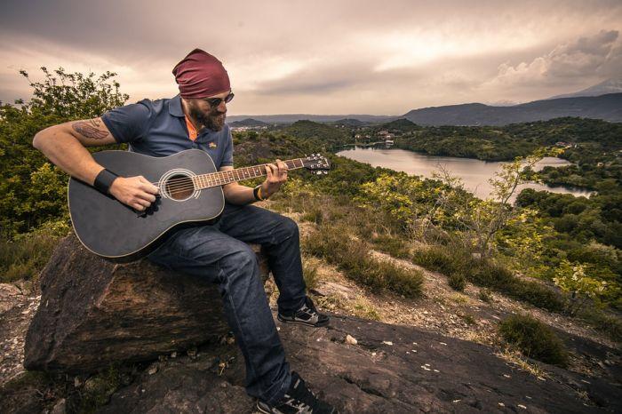 Бесподобное звучание и неповторимость мелодий, выбор качественных акустических гитар