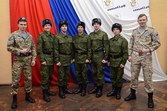 Кировские новобранцы отправились в Президентский полк
